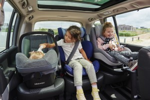 BBC8980_bebeconfort_carseat_pebbleplus_rodifixairprotect_2waypearl_lifestyle_2016_3kids